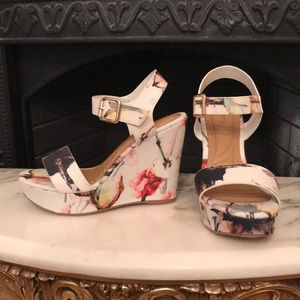 Bamboo faux leather floral wedge sandals. Sz 6 new
